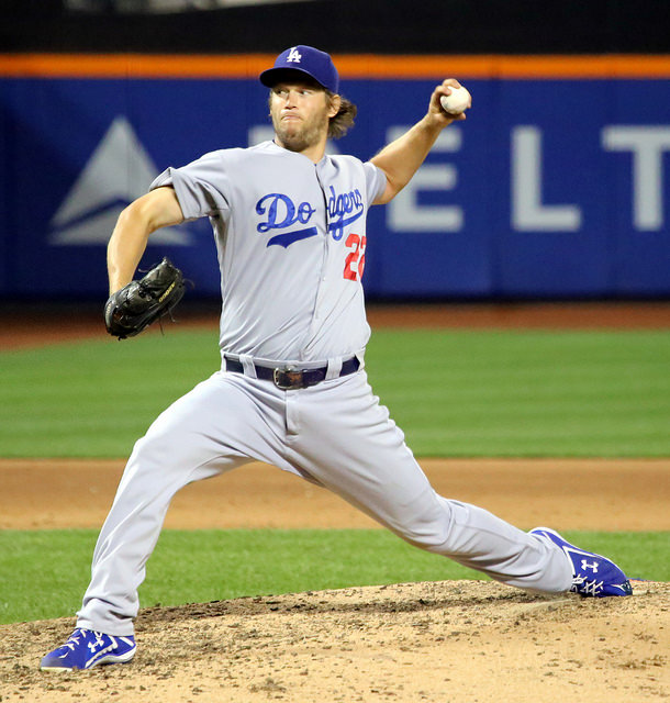 Clayton Kershaw pitching mechanics - stride foot contact